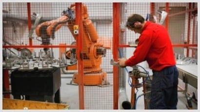 Robotsliping av deler i aluminium støpegods til Volvo Penta og Volvo Personvagnar før pulverlakkering hos EDAB.